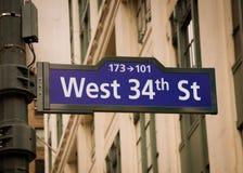 Het Teken van de Straat van het westen vierendertigste Royalty-vrije Stock Foto's