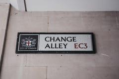 Het teken van de straatnaam aan een kant van een gebouw op Veranderingssteeg in Royalty-vrije Stock Fotografie