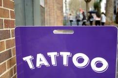 Het Teken van de tatoegeringswinkel royalty-vrije stock afbeeldingen