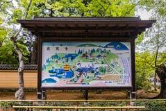 Het teken van de toeristeninformatie bij Tempel Kinkaku -kinkaku-ji Royalty-vrije Stock Afbeelding