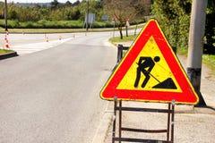 Het teken van de wegwerken voor bouwwerkzaamheden in stadsstraat Weg in aanbouw verkeersteken Verkeer, waarschuwingsbordweg het h Royalty-vrije Stock Fotografie