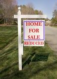 Het teken van de werf voor huisverkoop Stock Afbeelding