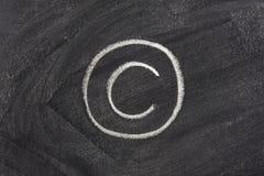 Het teken van het auteursrecht op schoolbord royalty-vrije stock afbeeldingen