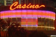 Het teken van het casino bij nacht Stock Foto
