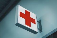 Het teken van het eerste hulp rode kruis Stock Foto