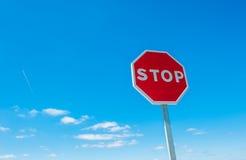 Het teken van het einde over blauwe hemelachtergrond Royalty-vrije Stock Foto