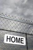 Het teken van het huis op metaalomheining. royalty-vrije stock foto's
