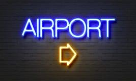 Het teken van het luchthavenneon op bakstenen muurachtergrond Stock Afbeeldingen