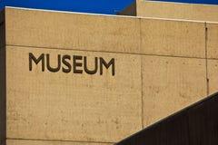 Het Teken van het museum bij de Bouw van het Museum Royalty-vrije Stock Foto's