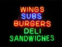 Het Teken van het Neon van de Delicatessenwinkel van het Times Square Stock Afbeeldingen