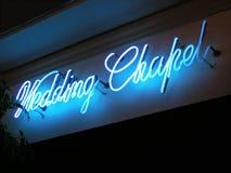 Het Teken van het Neon van de Kapel van het huwelijk stock foto
