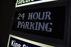 24 het teken van het vierentwintig uurparkeerterrein Stock Afbeelding