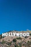 Het teken van Hollywood op de bergen van Monica van de Kerstman in Los Angeles Stock Foto's