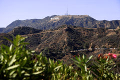 Het teken van Hollywood op een blauwe hemel Royalty-vrije Stock Afbeeldingen