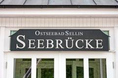Het teken van Sellinerseebrã ¼ cke Stock Foto's
