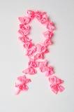Het teken van strijdkanker van roze linten wordt gemaakt dat Royalty-vrije Stock Afbeeldingen