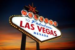 Het Teken van Vegas van Las bij zonsondergang Royalty-vrije Stock Afbeeldingen