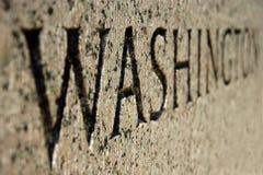 Het teken van Washington op het gedenkteken van de Wereldoorlog II in gelijkstroom Stock Foto's