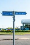 Het teken voor stadscentrum en de plaatsen begraven dichtbij St Edmunds royalty-vrije stock foto's