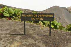 Het tekengevaar van landdia, gaat niet bij de Irazu-vulkaankrater over, Costa Rica Stock Afbeeldingen