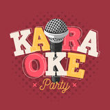Het Tekenontwerp van het karaokeetiket met Microfoonillustratie op Halftone Stock Fotografie