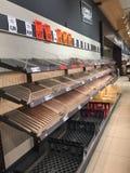 Het tekort aan voedsel bij een Lidl-supermarkt de dag vóór onweer Emma ook als het Dier van het Oosten wordt bekend raakte Ierlan royalty-vrije stock afbeelding