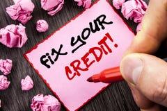 Het tekstteken bevestigt Uw Krediet Bedrijfsconcept voor Slechte Scoreclassificatie Avice Fix Improvement Repair geschreven Pin S stock foto
