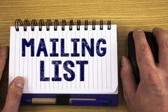 Het tekstteken die Adressenlijst Conceptuele foto'snamen en adressen van mensen tonen u gaat iets verzenden stock foto's