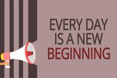 Het tekstteken die Elke Dag tonen is een Nieuw Begin De conceptuele foto u heeft een kans om luidspreker van de het werk de leven stock illustratie