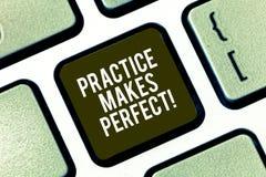 Het tekstteken die Praktijk tonen maakt Perfect Conceptuele foto Regelmatige oefening van vaardigheid om daarin deskundig te word stock foto