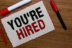 Het tekstteken die u tonen aangaande wordt gehuurd De conceptuele foto Nieuw Job Employed Newbie Enlisted Accepted wierf Witboek  royalty-vrije stock foto's