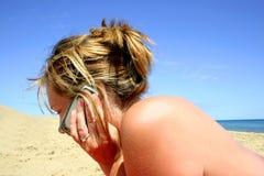 Het Telefoongesprek van het strand Royalty-vrije Stock Foto's