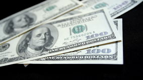 Het tellen van misdadig geld - Voorraadvideo stock video