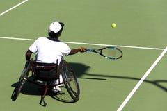 Het Tennis van de Stoel van het wiel voor Gehandicapten (Mensen) Stock Fotografie