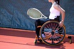 Het Tennis van de Stoel van het wiel voor Gehandicapten (Vrouwen) Stock Afbeeldingen