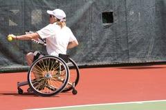 Het Tennis van de Stoel van het wiel voor Gehandicapten (Vrouwen) Stock Foto