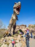Het tentoongestelde voorwerp van Animatronicdinosaurussen Stock Afbeeldingen