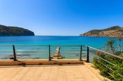 Het terras van de de vakantieflat van de strandmening Royalty-vrije Stock Afbeeldingen