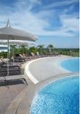 Het terras van het hotel in de de zomermiddag Stock Afbeelding