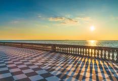 Het terras van Mascagniterrazza bij zonsondergang Livorno Toscanië Italië stock fotografie