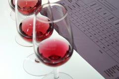 Het testen van de wijn stock fotografie
