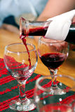 Het testen van de wijn in Hongarije stock afbeelding