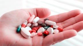 Het testen van geneesmiddelen Laboratoriumonderzoek Reddingsdrugs stock foto
