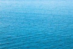 Het textuur turkooise blauwe water met rimpelingen Stock Foto