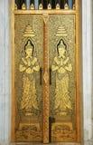 Het Thaise beeldhouwwerk van de tempeldeur Royalty-vrije Stock Afbeelding