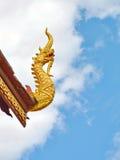 Het Thaise beeldhouwwerk van het tempelsdak Royalty-vrije Stock Afbeeldingen