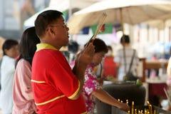 Het Thaise Chinese bidden van Mensen Stock Foto's