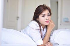 Het Thaise dame ontspannen Stock Fotografie