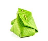 Het Thaise dessertpakket met banaanblad isoleert Stock Foto
