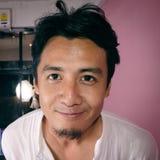 Het Thaise Kaukasische mens glimlachen Royalty-vrije Stock Afbeeldingen